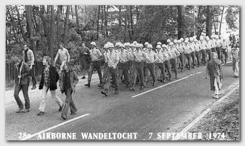 Default > Airborne Wandeltocht 1974